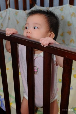 blog-2010-hannah-DSC_6143-standing-in-cot