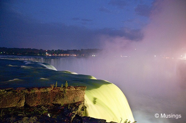 blog-2010-boston-DSC_A1765-niagarafalls-night