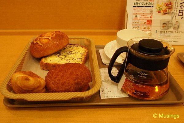 blog-2010-japan-OLYP5386-kyoto-breads-court-breakfast-karasuma
