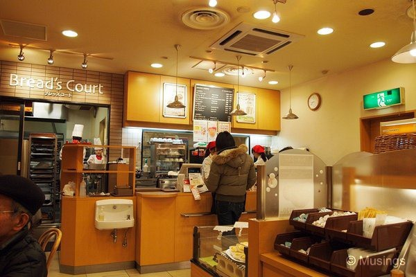 blog-2010-japan-OLYP5390-kyoto-breads-court-breakfast-karasuma