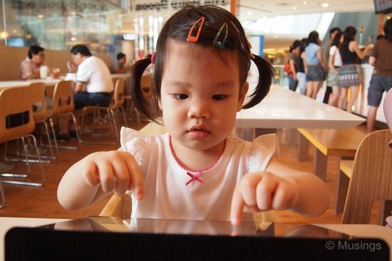 blog-2011-sentosa-OLYP1318-soup-spoon-iPad-time