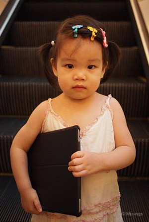blog-2011-hannah-OLYP2770-hougang-mall-ipad-flickr