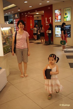 blog-2011-hannah-OLYP2773-hougang-mall-ipad-flickr
