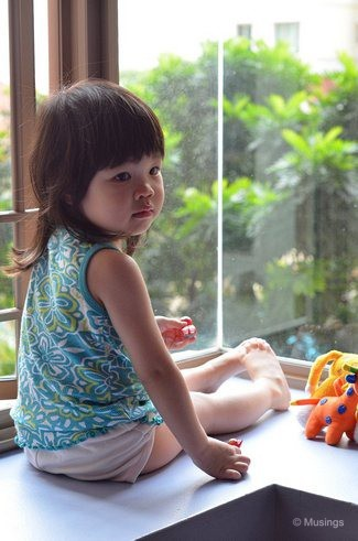 blog-2012-hannah-N7K_5556-bay-window-play-flickr