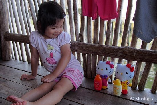 blog-2012-telunas-OMD06365-hannah-hello-kitties