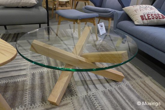 'Quiche' coffee table with a clear tempered glass top,and at S$277. Took us a very long while to finally see something suitable for the living hall.