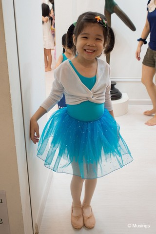 We also started Hannah on introductory Ballet lessons too. Our Saturday weekend mornings are now spent hanging around Ang Mo Kio central while she's at her classes. She enjoys the classes tremendously, and we'll see how far she'll want to take this new found love.