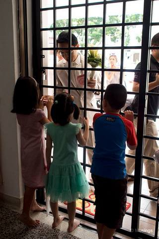 The kids wanted the groom to sing tracks from 'Frozen', but forgot about it the minute the groom fished out the ang pows.:)