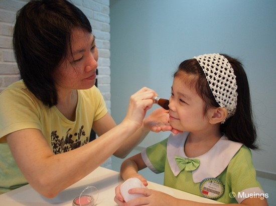 This might be one of those reasons why Ling is glad we've got a daughter; Mommy gets to makeup her girl.