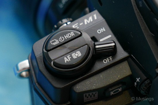 Different location for the on/off lever now compared to the E-M5. Bad!