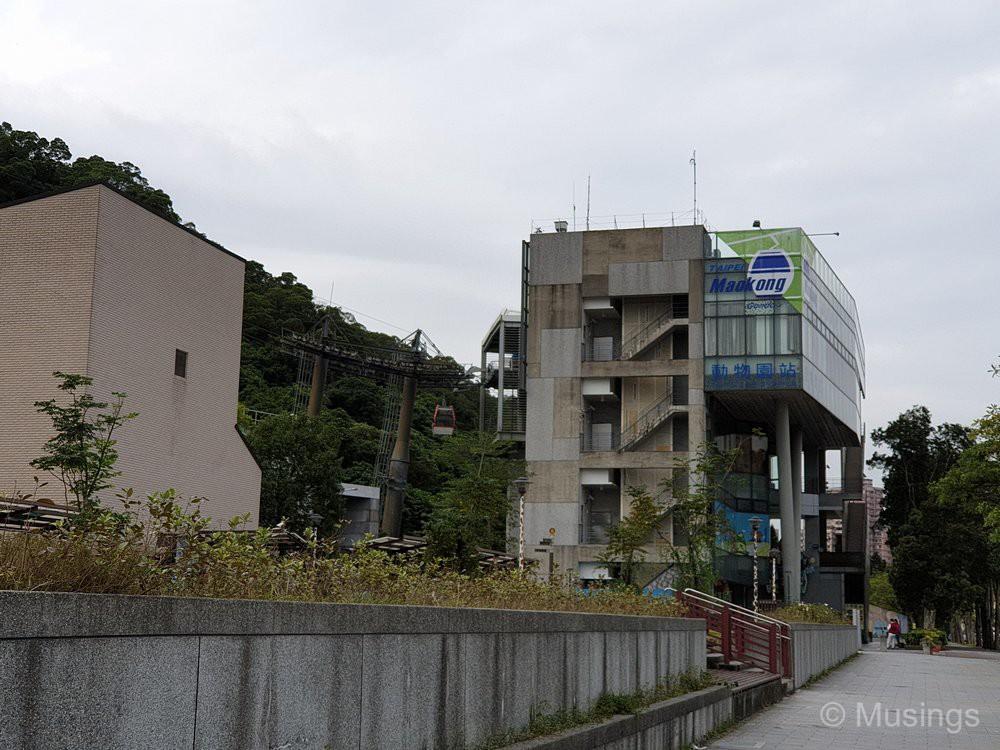 12 Days in Taiwan – Day 10 – Maokong Gondola – Musings
